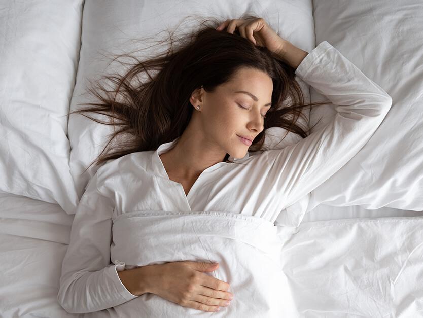 È vero che dormire fa bene ai capelli?