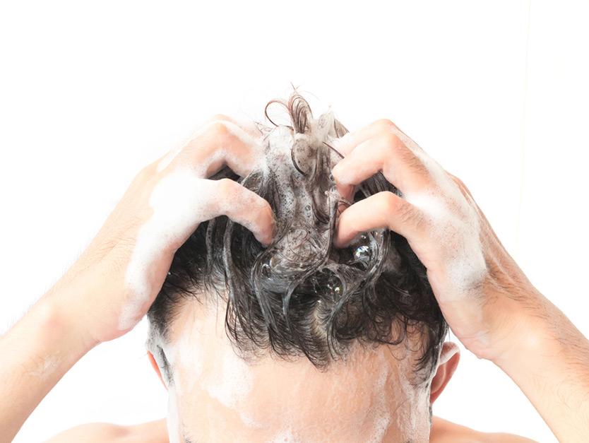 ogni quanto bisogna lavare i capelli