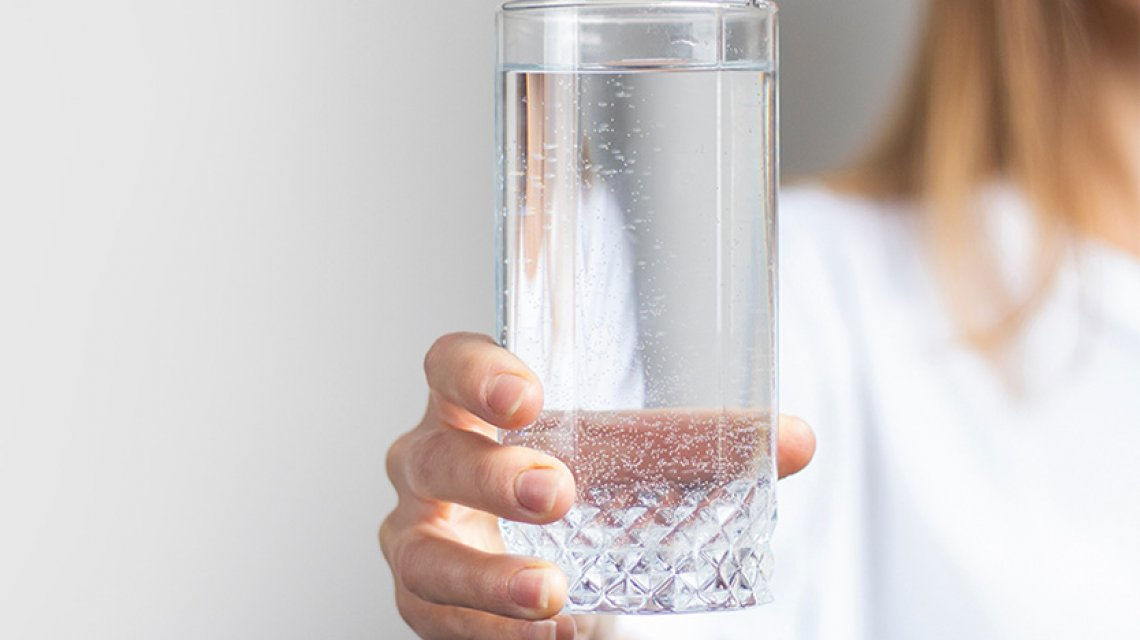bere tanta acqua fa bene ai capelli