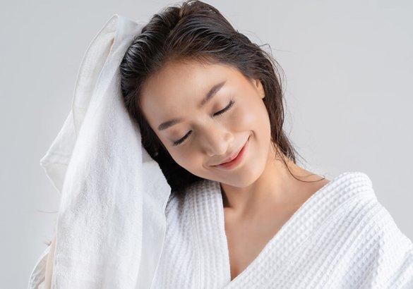 Come asciugare i capelli senza il phon e averli sempre in ordine?