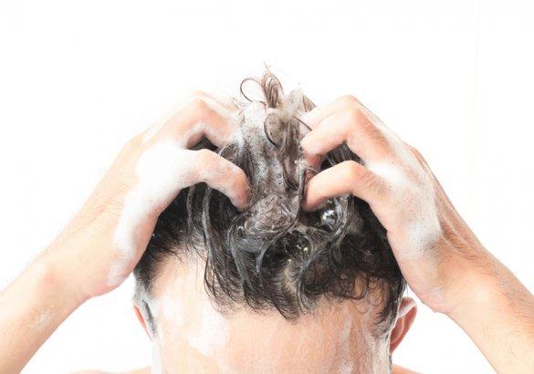 Ogni quanto bisogna lavare i capelli: i consigli per ogni tipo di chioma