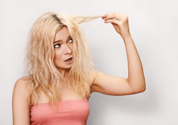 Decolorare i capelli li rovina?